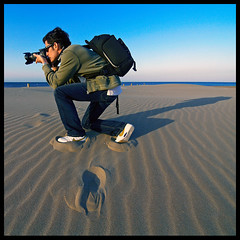 Disembark on the beach (Sator Arepo) Tags: leica shadow sea portrait people beach canon square evening reflex sand ryan mark delta nike backpack normandy zuiko digilux lowepro deltebre thelongestday deltadelebro disembark 714mm digilux3 zd714mm csilk playadelamarquesa retofz090428 retoafz20100530 gettyimagesiberiaq2