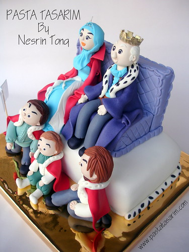 queen and king birthday cake