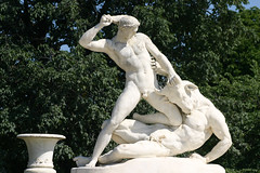 Jardin des Tuileries (michael_hamburg69) Tags: sculpture paris film movie geotagged 3d fight skulptur tuileries sculptor minotaur hyperion jardindestuileries theseus kampf mythologie immortals 2011 minotauros minotaure bildhauer minotaurus thse etiennejulesramey geo:lat=48863647 geo:lon=2327172 kriegdergtter