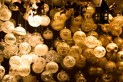 Christbaumkugeln am Christkindlmarkt Wien (flaimo) Tags: vienna wien christmas xmas winter decorations black cold österreich natal sepia weihnachten eos 50mm gold austria navidad oostenrijk stand december balls christmasmarket ornament christmasballs 圣诞 noël dezember viena kalt natale 크리스마스 schwarz クリスマス kerstmis wenen goud ballen ウィーン 球 rathausplatz 圣诞节 christkindlmarkt 奥地利 オーストリア áustria 金子 christbaumkugeln рождество adventmarkt christmastreedecorations christbaumschmuck christmasballornament австралия 400d 维也纳 rebelxti adventsmarkt χριστουγεννα 装饰品 вена lautriche christmasballornaments βιέννη αυστρία laustria osm:way=28983071 foursquare:venue=460109