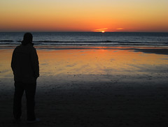 DeSeoS (RoOoOo!!!) Tags: ocean sunset sky sun sol beach atardecer mirror mar sand playa victoria andalucia modelo arena cielo espejo cadiz reflejos orilla carre cortadura