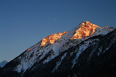 L'Aiguille d'Ancelle (2367m) (LilFr38) Tags: light mountain snow france montagne evening lumiere neige ancelle mywinners abigfave canoneos400drebelxti lilfr38