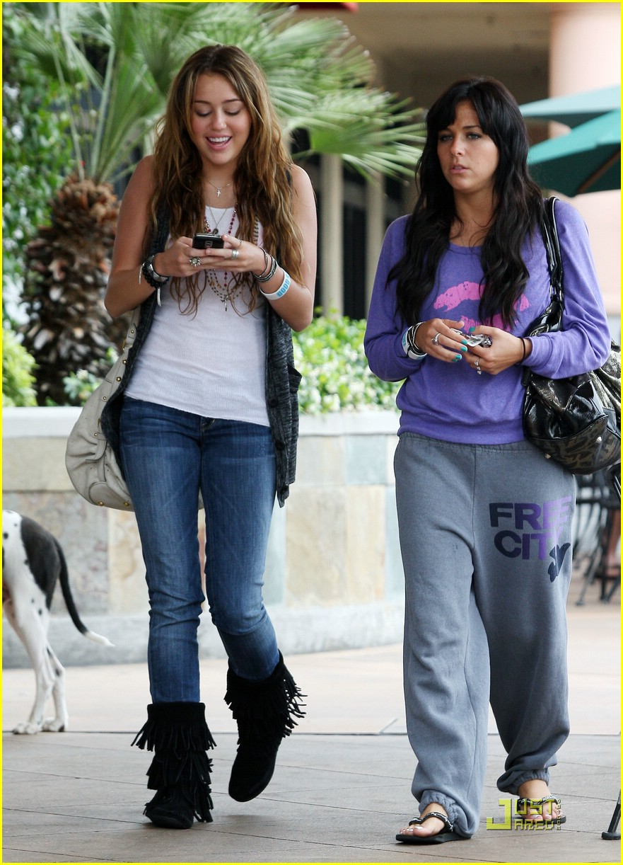 miley-cyrus-mandy-jiroux-lunch-08