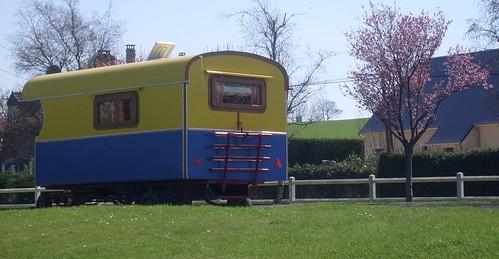 Une roulotte / A gypsy caravan