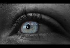 Va De oJoS... (RoOoOo!!!) Tags: blue bw macro eye byn blanco look azul cutout ojo lashes negro felinos mirada ojazos pestañas pecas desaturado selectivo oculares eyescutouts