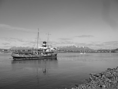 Ushuaia - ville - bateau B&W
