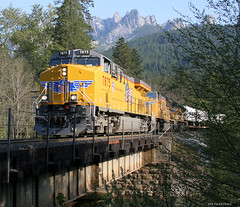 Early Z Train (Patrick Dirden) Tags: railroad up train rail unionpacific locomotive castlecrags dunsmuir freighttrain castella shastacounty unionpacificrailroad castlecreek dunsmuirca c45accte castellaca es45ac up7875
