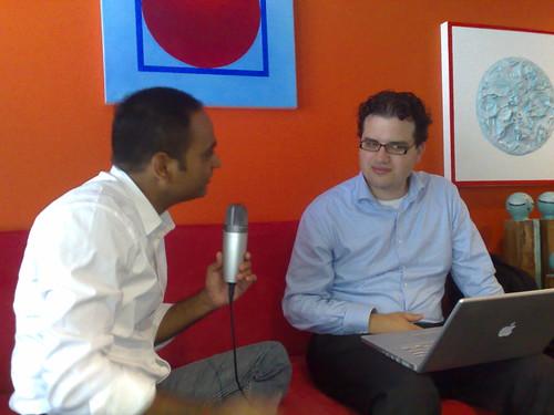 Joost de Valk maakt zijn podcast met Avinash Kaushik