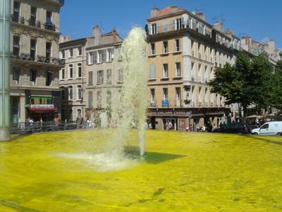 fontaine jaune