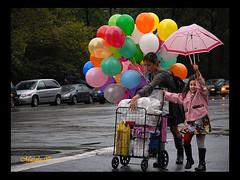 La femme aux ballons (~Masala~) Tags: photoquebec lysdor clubphotorepentigny cpr071029newyork