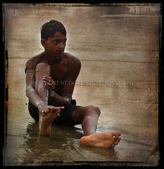 The Boy by the Ganges (designldg) Tags: boy portrait india water river monsoon barefoot varanasi ganga ganges benaras descalzo scalzo  descalo piedsnus piedinudi hourofthediamondlight avertedvision