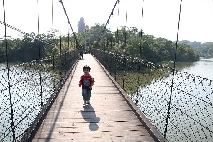峨眉湖吊橋09