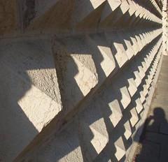 gioco d'ombre ... (guendaeio (orasoloio)) Tags: shadow building architecture diamonds nikon ombra dettagli ferrara palazzo architettura palazzodeidiamanti geometria diamanti pinacotecanazionalediferrara