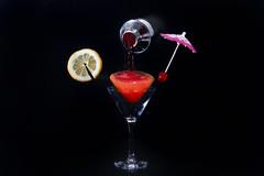 kit costruzione di un cocktail.. (Antonio Iacobelli (Jacobson-2012)) Tags: cocktail glass lemon tonic ice bari nikon d800 splash nikkor 60mm red