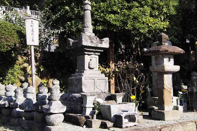 101128_122438_鎌倉_浄妙寺_足利貞氏の墓