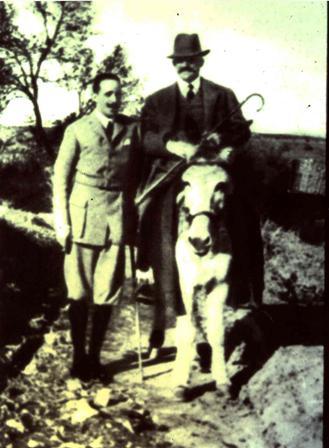 El Conde de Romanones junto al rey Alfonso XIII en el Palacio de Buenavista