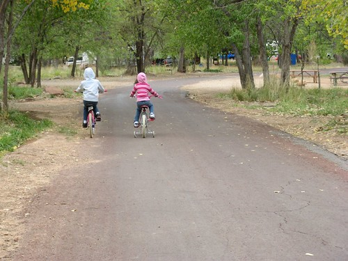 Saren and Harper riding bikes
