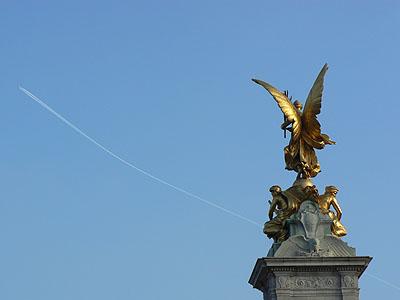 devant Buckingham.jpg
