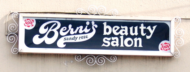 bernis_sign_close