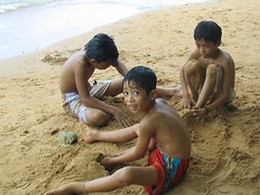 Children at beach in Chua Hang, Hon Chong (caoanhhoa) Tags: vietnam kiengiang