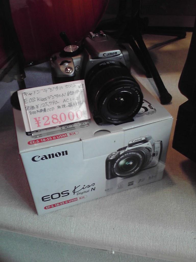 Canon Kiss DSLR with lens kit