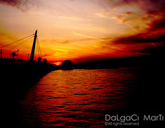 GZELYALI (Yener ZTRK) Tags: bridge sunset sea sky port turkey trkiye palm explore deniz palmiye konak iskele bir 1925 izmir kpr sper ege gnbatm  turkei aegeansea hediye gztepe gzelyal egedenizi yenerztrk saariysqualitypictures aegeangulf gztepeport