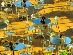Place for everyone (Nino H) Tags: light ontario canada museum bravo shadows chairs lumire ottawa sunny ombre nationalgallery tables winner cafeteria soe chaises blueribbonwinner musedesbeauxarts caftria supershot mywinners theperfectphotographer toledothankstozuazola