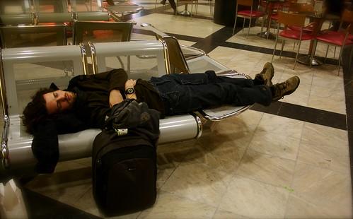 durmiendo en el aeropuerto de viena
