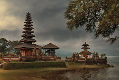 Temple of Goddess of Serene Lake (fesign) Tags: bali hindutemple beratan fesign istvankadar ulundanutemple bratanlake betterthangood goldstaraward purapenataran