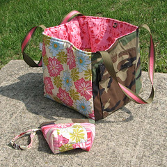 JulieAsCubeAndWristlet (ReannaLilyDesigns) Tags: army uniform military purse airforce recycle tote diaperbag bdu gingerblossom reannalilydesigns armycube