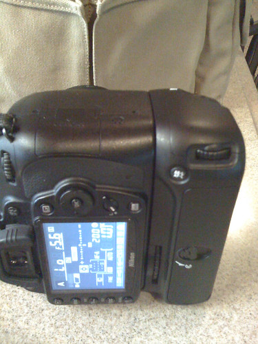 Battery grip for D90 vertical