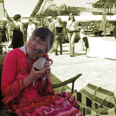 Is het geen schatje!!? (Restit (Very busy but I wont forget you)) Tags: pink red bird sepia bag tas markt sephia rood vogel steen roze ndsm blij glimlach vrolijk fleurig amsterdamnoord kleurig dimex grijsmeisje ndsmmarkt vogelopsteen