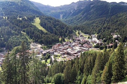 Madonna di Campiglio and its fashionable atmosphere