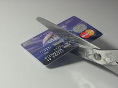 Shoppa julklappar med kreditkort kan bli en dyr affär