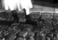e n   l o s   p i e s .  d e   o t r o (Celeste Martearena) Tags: street people blackandwhite woman color colour blancoynegro film female night noche calle mujer nikon tmax3200 path cyan 2006 rubia pelicula resting em palermo retouch indi analogica tirada fuga 50mm18 analogic adoquin visceral analogico cortada pollera acostada motivarte viceral cyn celestemartearenagodoy cyanelina cynelin cyanelin fuzzyplush wwwotrotalismancom fotografiavisceral fotograiavisceral celestemg viceralphotography wwwfotografiavisceralcom httpwwwfotografiavisceralcom celestemartearena wwwcelestemartearenacom httpwwwcelestemartearenacom