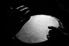Musica in nero (Stefano Cacciatore) Tags: mani musica salento lecce percussioni jamb