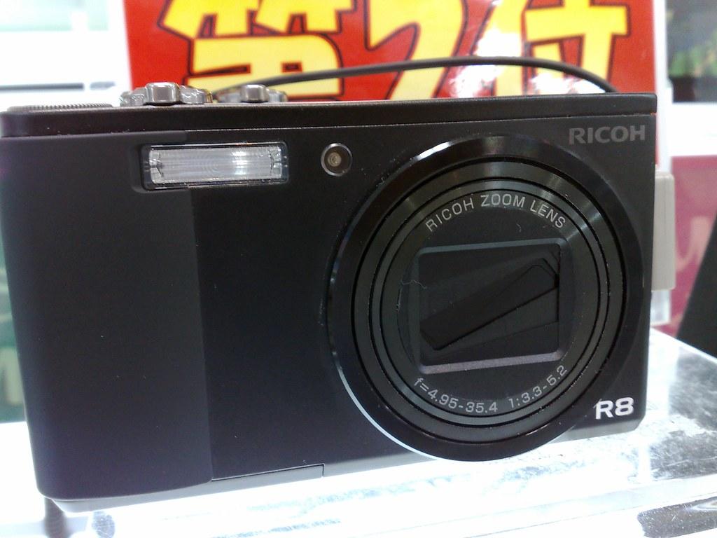 RICOH R8