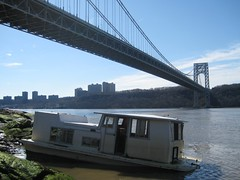 low tide (robanhk) Tags: bridge river boat houseboat hudson intertidal wreck georgewashingtonbridge