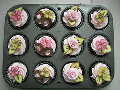 Kentucky Derby Cupcakes (mommawants1more) Tags: flowers roses beautiful leaves cupcakes chocolate horseshoes kentuckyderby buttercream