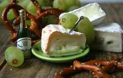 a very little snack (a.rud.beth) Tags: cheese champagne grapes brezel fromage kse trauben saintalbray coeurdelion everythingminiexceptofthegrapes bressebleu