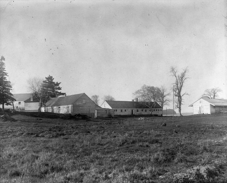 Shelter in the western sector of Grosse Île. The cholera hospital, built in 1832, is shown / Logements du secteur ouest de la Grosse-île. On peut voir l'hôpital du choléra construit en 1832