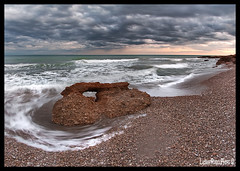 The strange stone (Luisma Rubio photo) Tags: sea sky paisajes water clouds landscape atardecer landscapes mar photo spain europe seascapes playa nubes cielos olas seda cala rocas castellon alcaladexivert alcossebre lmrp luismarubio