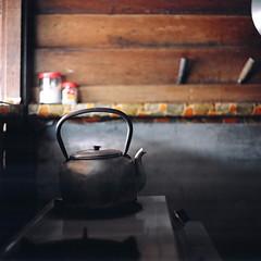 (*YIP*) Tags: 120 6x6 film kitchen mediumformat square asia counter kodak rustic pro domesticscenes cookware kitchenware expiredfilm kiev60 iso160 cookingutensil yipchoonhong