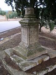 "Cruz de término de ""Mendoza"" (Porcuna, Jaén)"