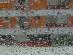 (rosablu1012 (standby mode)) Tags: window glass rain vidro chuva finestra gotas janela pioggia vetro gocce