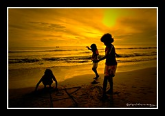 Early Morning Games (hilmy2007) Tags: sea sun beach sarah children golden play games soe tingting ain amalia subuh melawi colorphotoaward