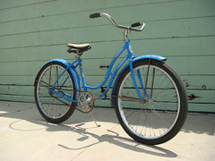 1950  Girls Schwinn Spitfire (Wha'ppen) Tags: girls classic bike bicycle fifties retro 50s schwinn cruiser 1950 torrington fattire ratbike sprocket chainring beachcruiser balloontire 26inch skiptooth