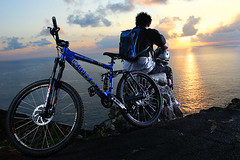 a KONA bike will get you anywhere...you just need to add the heart. (NeilNorman Light Tamer) Tags: ocean blue light sun mountain beach water bike sunrise hawaii paradise view pacific suspension oahu outdoor helmet scenic fork hike downhill rays bomber uphill gel kona makapuu strobist abigfave aplusphoto neilnorman diamondclassphotographer flickrdiamond photofaceoffwinner platinumheartaward