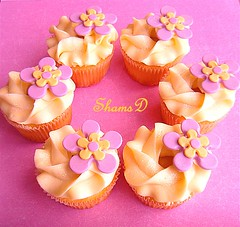 Vanilla cupcakes with white chocolate  ganache (~Trs Chic Cupcakes by ShamsD~) Tags: flowers by cupcakes candy chocolate cream tres swirls chic proudly whitechocolateganache sweettreats designercupcakes shamsd shamimadesai madeinsouthafrica cupcakesinsouthafrica gorgeousswirls cupcakesfromsouthafrica cupcakesinpietermaritzburg weddingcupcakesinsouthafrica weddingcupcakesinpietermaritzburg