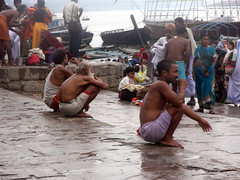 Cleaning Teeth 1 (amiableguyforyou) Tags: india men up river underwear varanasi bathing dhoti oldmen ganges banaras benaras suriya uttarpradesh ritualbath hindus panche bathingghats ritualbathing langoti dhotar langota